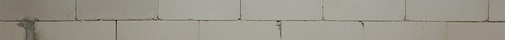 Rohbau Mauer mit Bleistiftanzeichnungen
